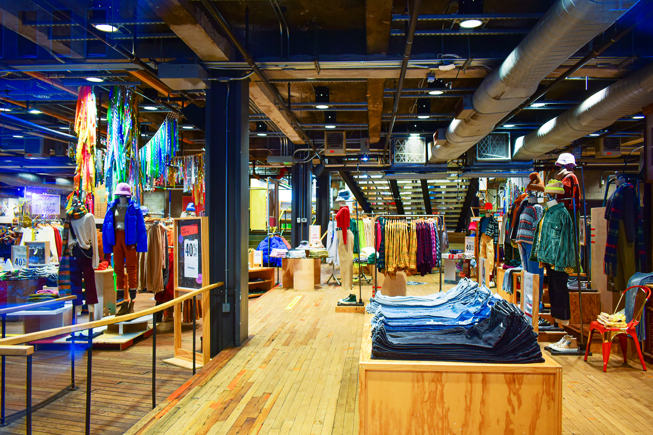 Urban Outfitters, Fifth Avenue.